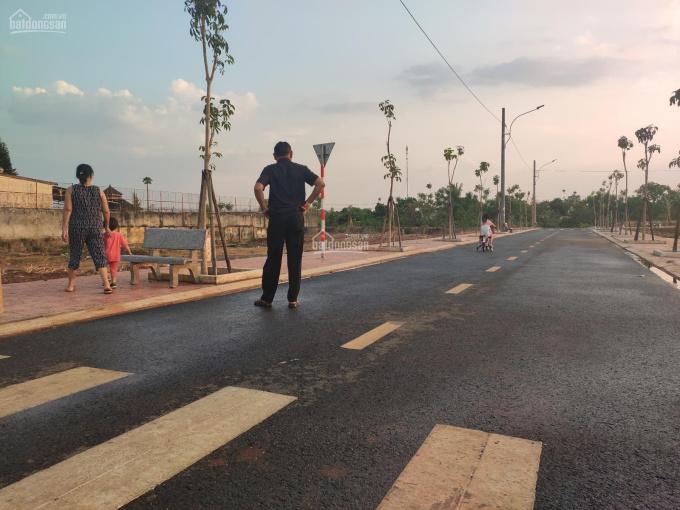 Bán nhanh lô đất thị trấn Chư Sê, thổ cư 100%, đường Hùng Vương, gần công viên. LH: 0905.880.363 ảnh 0