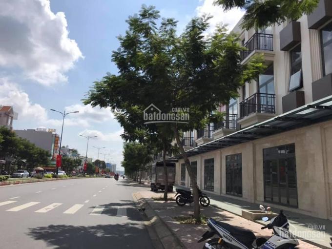 Cho thuê nhà phố nguyên căn 3 lầu, mặt tiền Lê Văn Việt, 6x21m ảnh 0