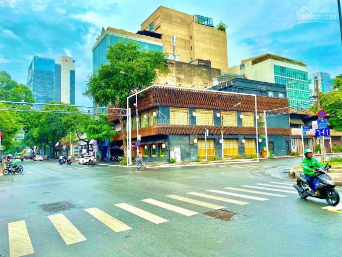 Cho thuê nhà vị trí vip góc Ngã Tư - 104 Hai Bà Trưng + Nguyễn Thị Minh Khai, Q.1. 8x18m trệt lầu ảnh 0
