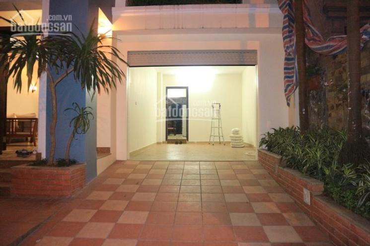 Cho thuê biệt thự sân vườn khu C Ciputra, 3 phòng ngủ khép kín, có garage riêng ảnh 0