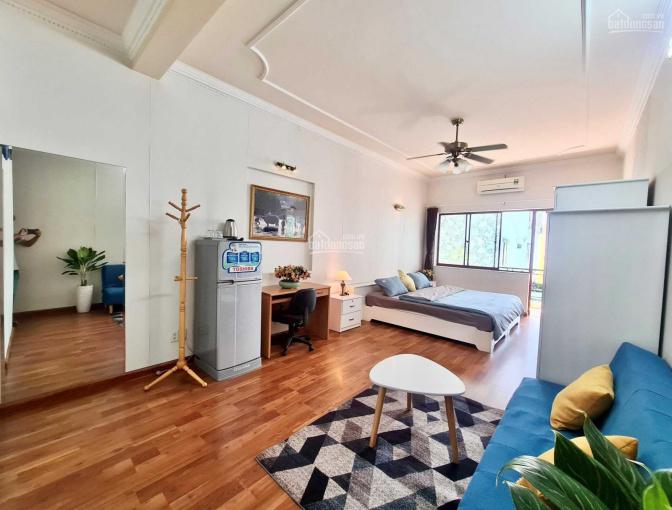 Căn hộ Q1 có balcon, thang máy, view rất thoáng, đầy đủ nội thất như hình ảnh 0