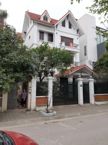 Cho thuê biệt thự 214 Nguyễn Xiển, DT 175m2, xây dựng 90m2 * 3,5 tầng, MT 10m, nhà đẹp. Giá 40tr/th ảnh 0