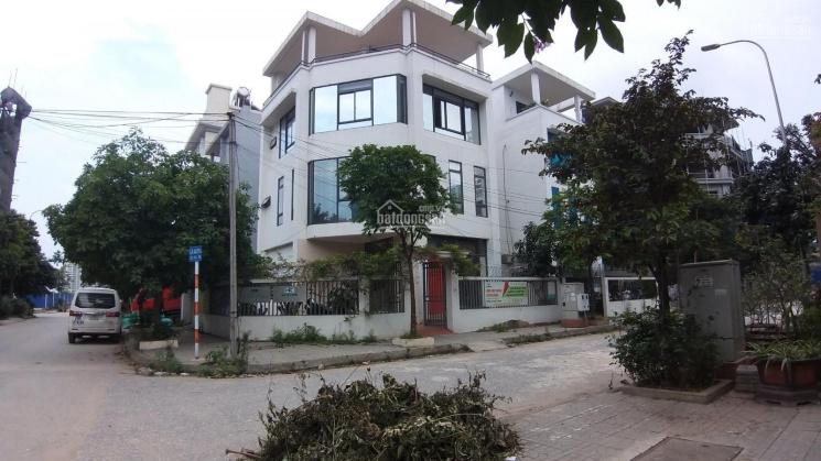 Cho thuê biệt thự Nguyễn Xiển - 200m2, 4 tầng, để xe 50 cái, ô tô thoải mái, giá 40 triệu/tháng ảnh 0