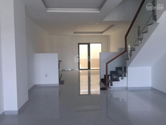 Cho thuê nhà phố KĐT Vạn Phúc DT 5x20m, hầm trệt 3 lầu, nội thất dính tường giá 24tr (giá thật) ảnh 0
