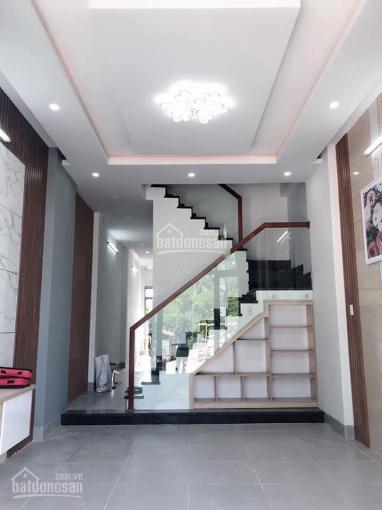 Bán nhà 2 lầu hẻm 576 Đoàn Văn Bơ, phường 14 quận 4 - giá 2.1 tỷ, sổ hồng cá nhân, hẻm xe hơi ảnh 0