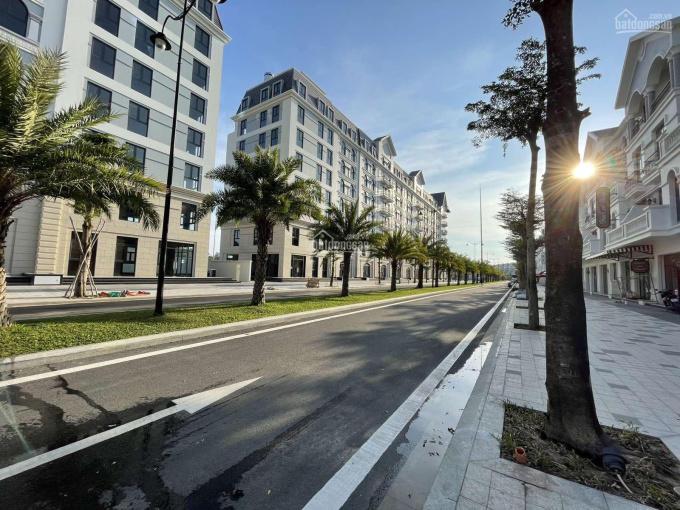 Bán gấp căn khách sạn Phú Quốc tại khu kinh tế đêm 24/7, DT đất 200m2, chỉ 38 triệu/m2 sàn ảnh 0