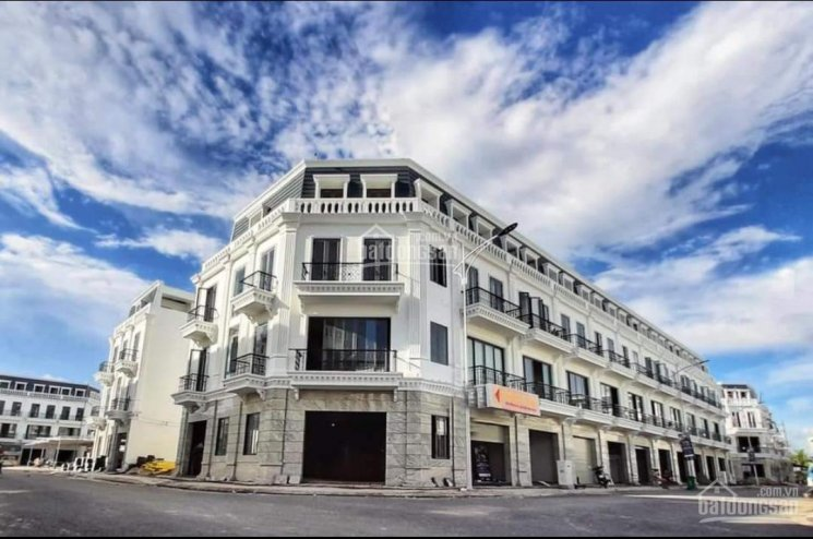 Bán gấp 3 căn nhà phố mẫu Vinhomes ngay trung tâm chợ thương mại, TP Cần Thơ, LH: 0374567576 ảnh 0