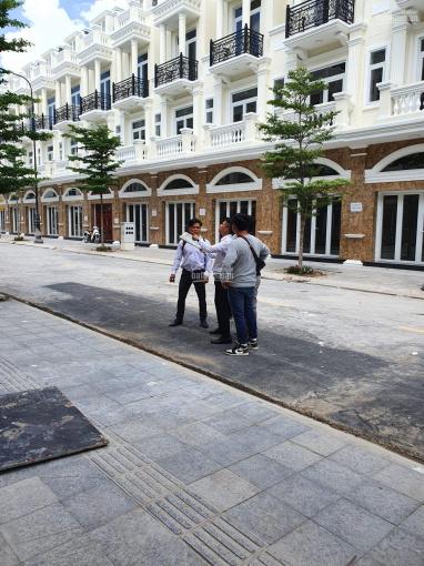 Nhà phố cao cấp trung tâm Dĩ An DT 200m2, 1 trệt 2 lầu, giá gốc 6.85 tỷ, vay 0% lãi suất 2 năm ảnh 0