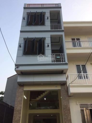 Cho thuê nhà 3,5 tầng có gác lửng, thôn Yên Lũng. Hướng Nam, đường 8m gần sân bóng đá Yên Lũng ảnh 0