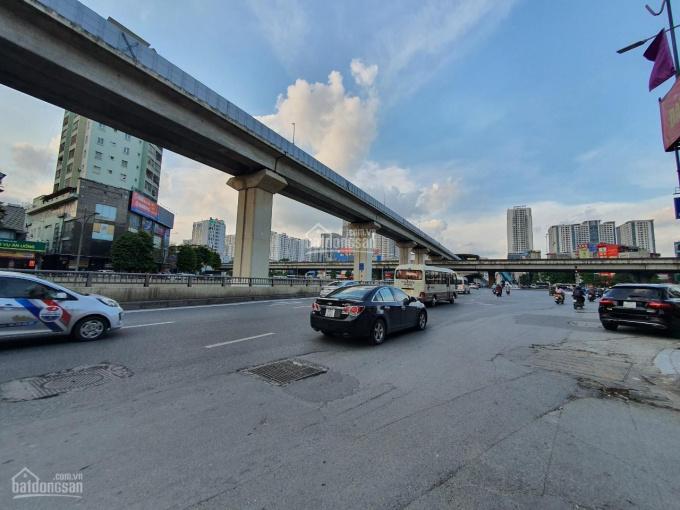Bán gấp nhà 3 tầng tại 656 Nguyễn Trãi, ô tô con đỗ trước nhà, cách ô tô tải 10m. Mặt tiền 7.2m ảnh 0