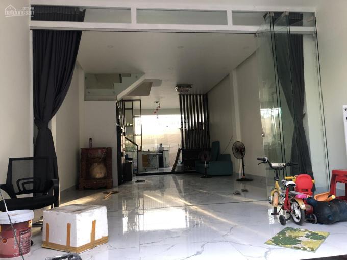Gia đình định cư nước ngoài cần bán gấp nhà mới xây, full nội thất, 1 trệt, 2 lầu, cách chợ 700m ảnh 0