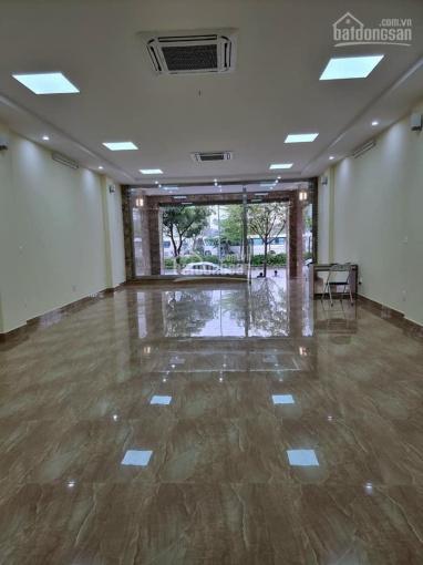 Cho thuê mặt bằng tầng 1 riêng biệt nhà 110 Trần Vỹ, MT 6,5m, DT 130m2 giá 30tr/th. LH: 0986329050 ảnh 0