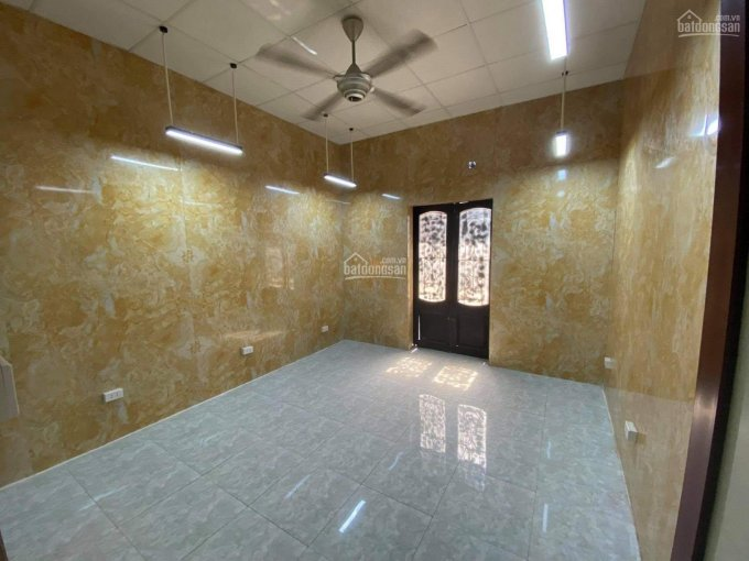 Cho thuê nhà nguyên căn ngõ 142 Nguyễn Đình Hoàn. DT 45m2, 3 tầng, 3 phòng ngủ ảnh 0