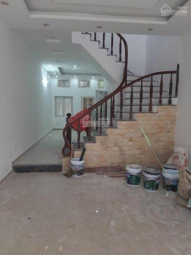 Cho thuê nhà 60m2 x 2 tầng riêng biệt ngõ 118 phố Nguyễn Khánh Toàn, đường rộng ô tô đi lại ảnh 0