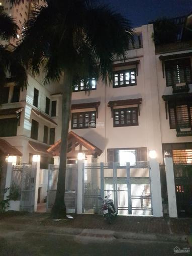 Cho thuê biệt thự Cầu Giấy đg Nguyễn Chánh, cạnh siêu thị Big C. DT 140m2 * 4T + 1 hầm, giá 30tr/th ảnh 0