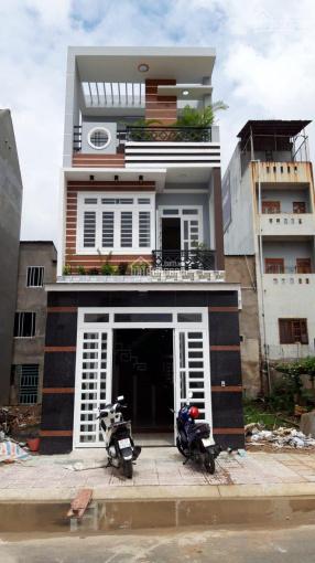 Bán gấp nhà 2 lầu gần chợ Bình Chánh nhà mới xây, diện tích 90m2, sổ hồng riêng ảnh 0