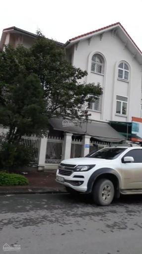 Cho thuê biệt thự KĐT Trung Hòa Nhân Chính, 200m2*5 tầng, căn góc, 40tr/tháng ảnh 0