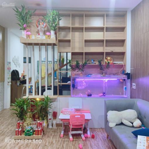 Bán gấp nhà trệt 1 lầu, 56m2(nở hậu L 6,6m), SHR, ốp gỗ toàn bộ sàn, tủ âm, kệ tivi, kệ sách gỗ ảnh 0