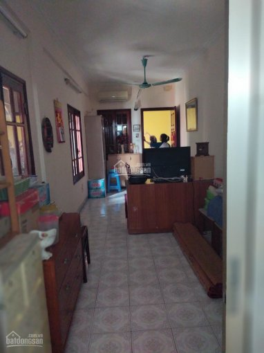 Hot: Chính chủ cần bán nhà 25m2 khu tập thể, diện tích trên sổ đỏ 20m2, ở phường Hàng Mã