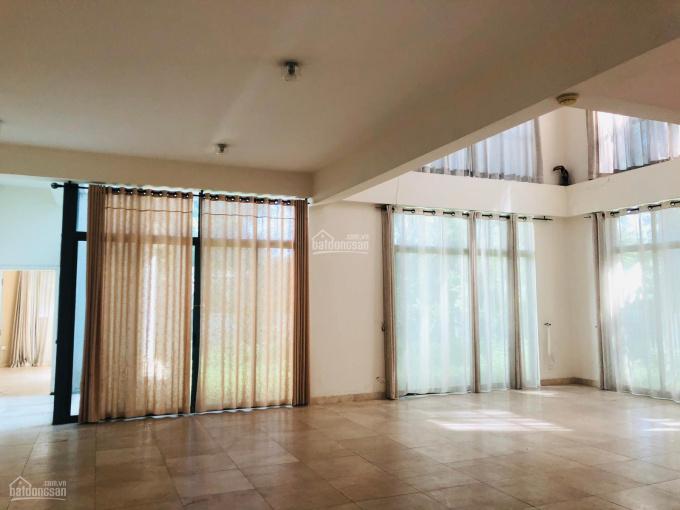 Cho thuê villa Riviera có DT 650m2 với 5PN view sông thoáng mát