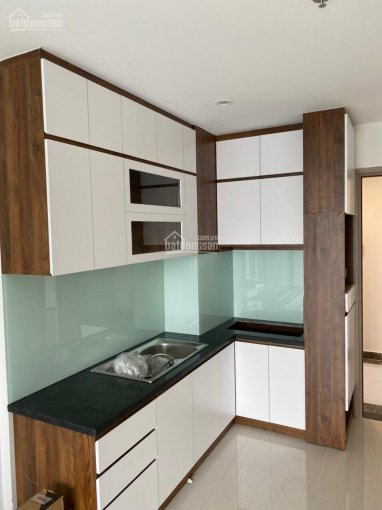 Cho thuê căn hộ 3PN - 2WC có sẵn bếp, rèm, 4 máy lạnh, sàn gỗ giá 6tr, tầng 9 view landmark 81 ảnh 0