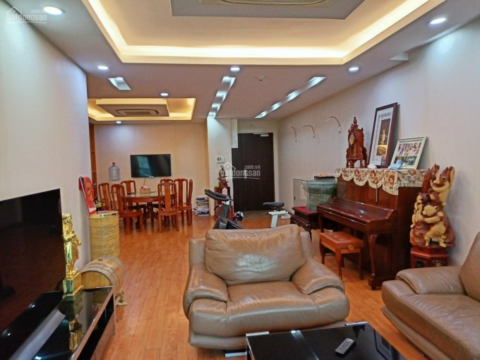 Cần bán căn hộ 3PN Full nội thất ban công ĐN -168m2 - 45tr/m2 - bao phí sang tên. LH: 0902199***