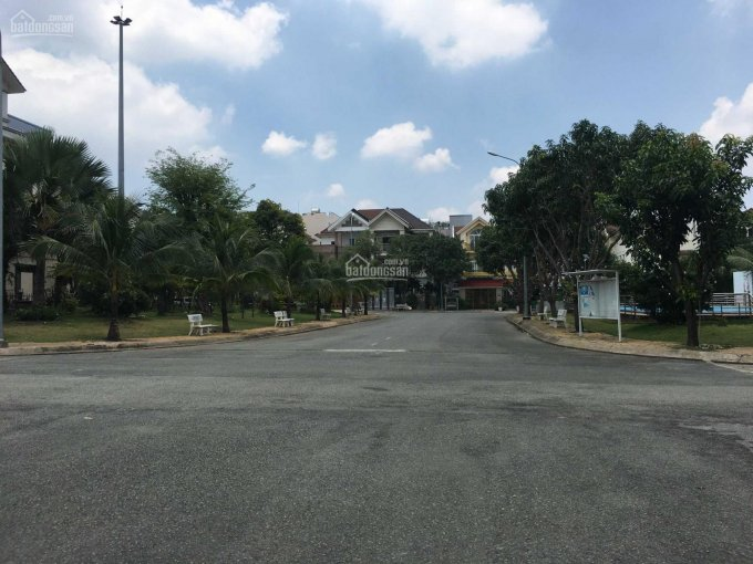 Cần bán biệt thự Hoàng Gia, trung tâm hành chính Dĩ An, Bình Dương, giáp Hồ Chí Minh - giá 19 tỷ ảnh 0